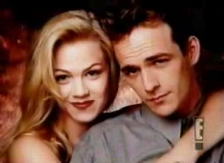 Jennie Garth (Kelly) and Luke Perry (Dylan) in 90210. (Photo: Fox)