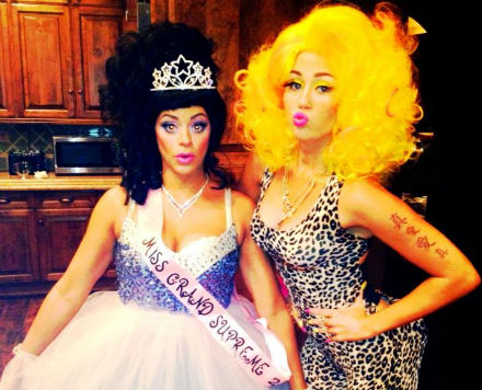 Miley Cyrus tweeted a photo of herself dressed as Nicki Minaj for Halloween. (Twittter.com)