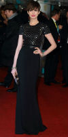 Anne-Hathaways-BAFTAs
