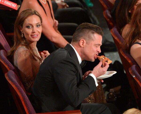 brad pitt eating pizza
